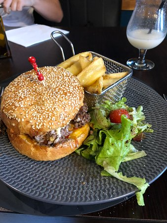 Breteuil, فرنسا: My burger, just awesome