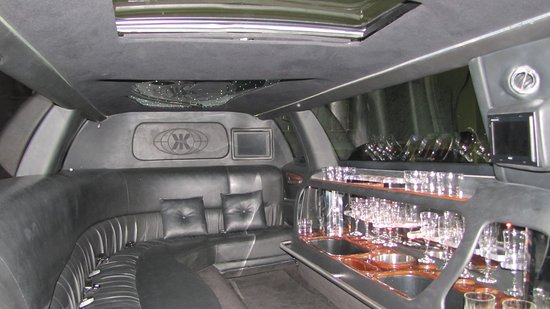 Miracle Mile Limousine Services and Sightseeing Tours: Limousine Interior