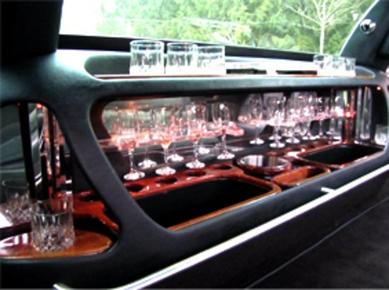 Miracle Mile Limousine Services and Sightseeing Tours: Limousine Bar