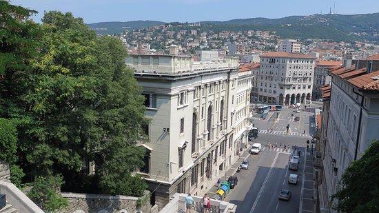 Scala dei Giganti di Trieste: Subiendo la escalera 1