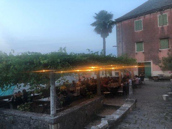 Dol, โครเอเชีย: outside terrace