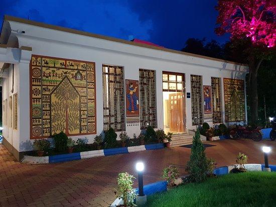 Shantiniketan, الهند: Front view of the reception