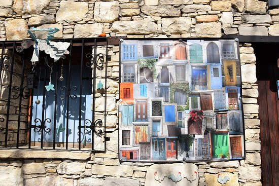 Lania, Cyprus: Finestre