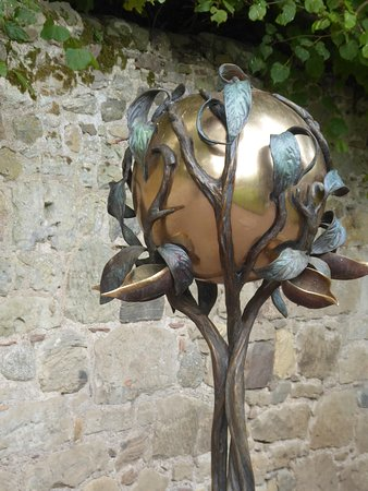 Cawdor Castle: Great Bird Feeder