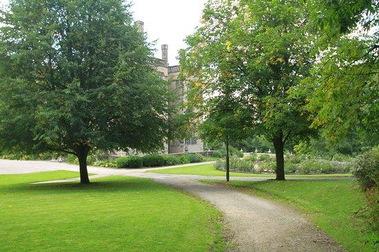 Padiham, UK: Gawthorpe Hall and grounds