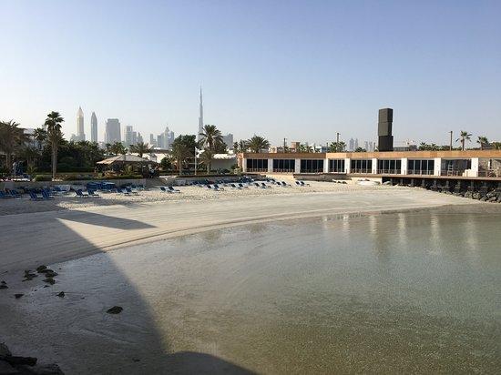 Dubai Marine Beach Resort & Spa: not a huge beach but big enough and clean