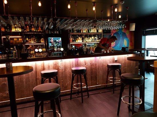 Ginial Bar