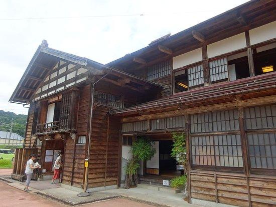 Tokamachi, Giappone: 樹齢140年のけやき造り