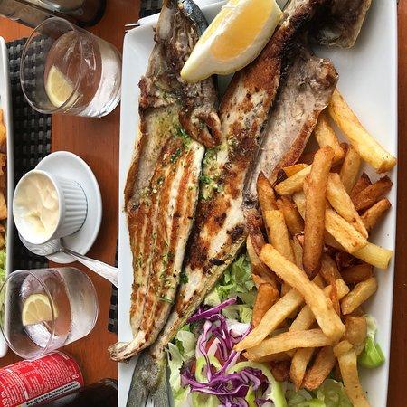Super stemning og god grillet fisk