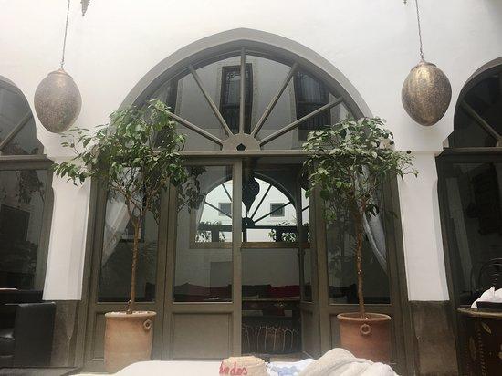 Salon/salle à manger/séjour - Picture of Riad Le Jardin des Sens ...