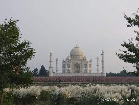 Taj Agra Day Tour