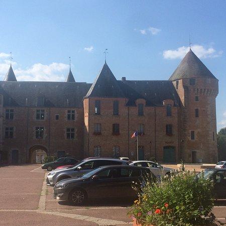 Gace, France : Château de Gacé (Hôtel de ville & musées)