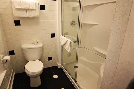 Express St. James Hotel: Bill Cody Bathroom