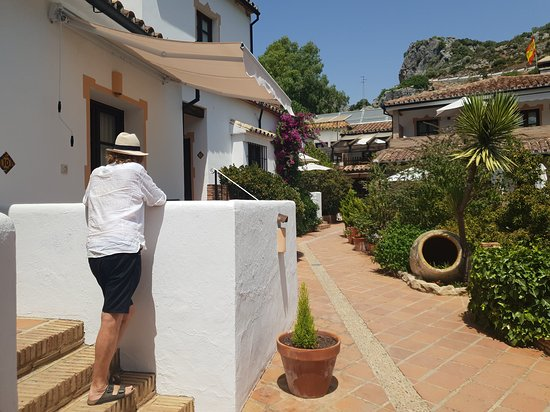 Molino del Santo: Leaning against the wall of our balcony