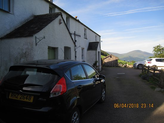 Newlands Valley, UK: Building and parking