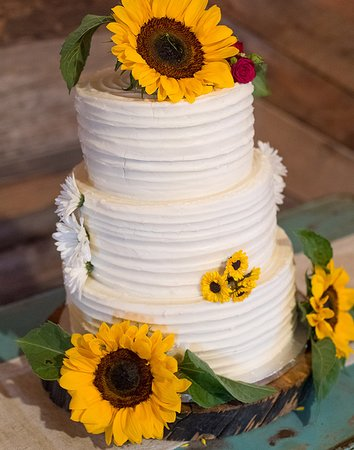 Three tiered wedding cake! - Picture of Paisley Cakes, Blackfoot ...