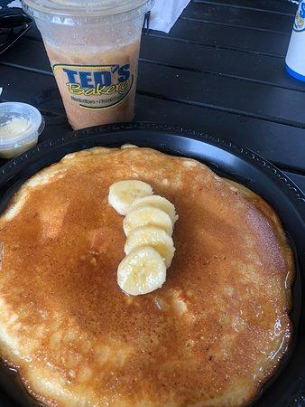 Sunset Beach, HI: Banana Pancakes....WERE HUGE! Enough for 2 people!