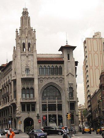 Edifici de la caixa de pensions barcelona 2019 alles wat u moet weten voordat je gaat - Caixa d estalvis i pensions de barcelona oficinas ...