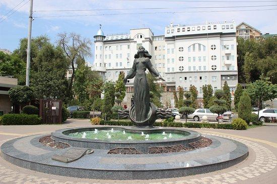 Monument Rostovite