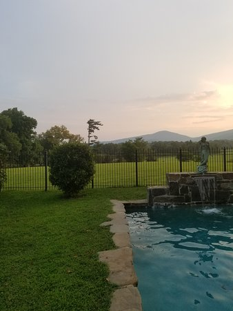 Huntly, VA: Beautiful pool with amazing views