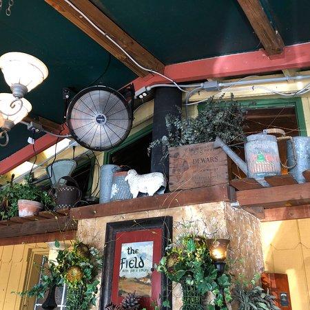 The Field Irish Pub & Eatery: Nice