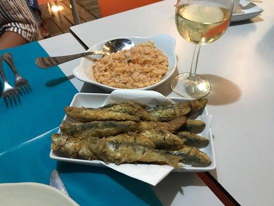 Sao Pedro de Moel, Portugal: Petingas com arroz de tomate