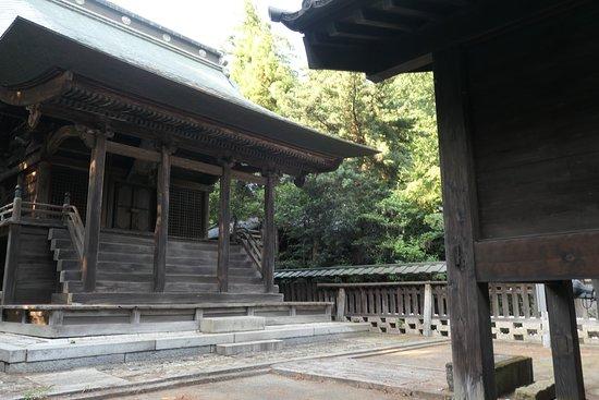 Shimotsuma, Japan: 本殿。国の重要文化財に指定されています。
