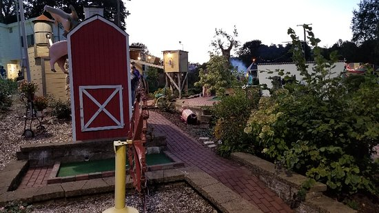 Sunset Mini Golf