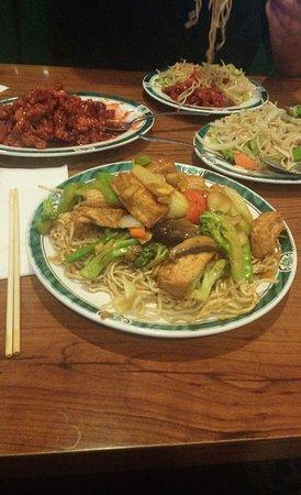 Kingsburg, CA: Orange chicken ♥️ vegetable chow mein ♥️ crispy noodles with tofu and vegetables ♥️ We always st