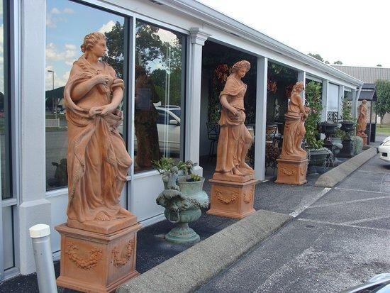 Portland, TN: Statues at Sumner Crest.