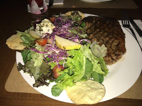 Salada Caprina com Baby Beef
