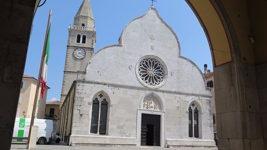 Duomo dei SS. Giovanni e Paolo: Frente y campanario