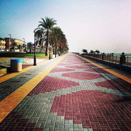 ممشى شاطئ الفناتير من الاماكن الرائعة في الجبيل السياحة في الجبيل