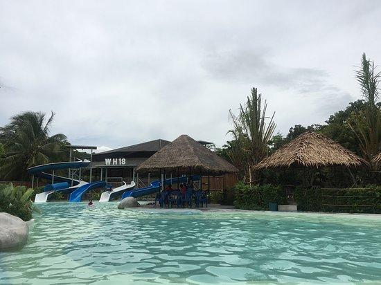 Don Sak, Thailand: สวนน้ำสำหรับเด็กๆ ค่าบริการต่างๆสอบถามเคาเตอร์อีกครั้งค่ะ พอดีวันที่ไป ได้แค่เดินดูรอบๆ