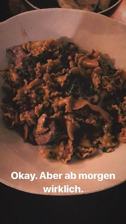 Ristorante Pastissima: Selbstgemachte Pfeffer-Campanelle mit Rinderstreifen und Champingnons // 13,50€