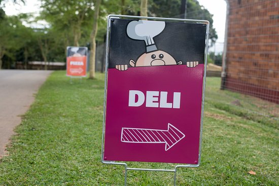 Botha's Hill, South Africa: Yes Chef Deli. Open Friday - Sunday, 8.30AM - 4PM.