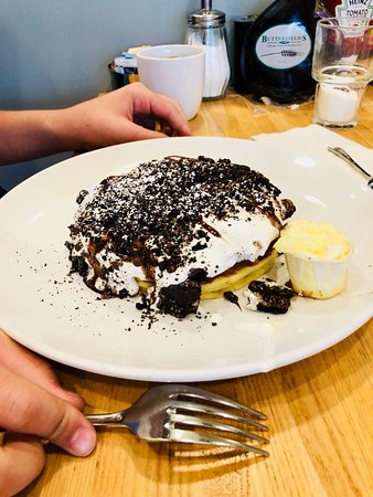 Butterfield's Pancake House: Smores Pancakes