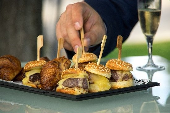 Minis burgers canard et croissants chorizo
