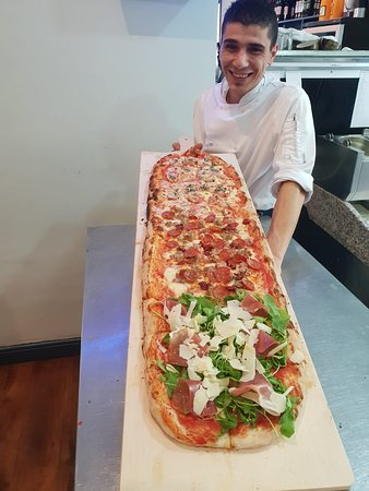 Rogerstone, UK: Metre long, freshly prepared pizzas served with bottomless Prosecco!