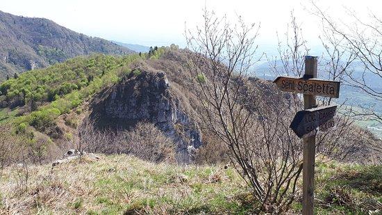 Cison Di Valmarino, Italy: Indicazione scendendo dal rif dei Loff