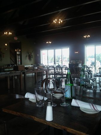 Kennebunks, Μέιν: table settings for dinner but we were offered Brunch...go figure