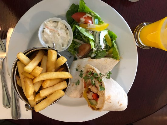 Castlemaine, Irland: wrap with chicken