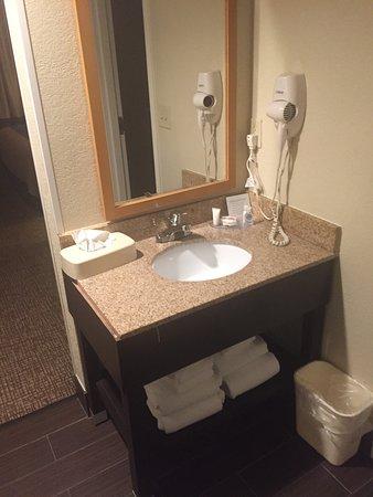Oxon Hill, MD: lavabo dans l'entrée de la chambre