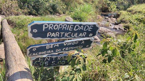 Arapei, SP: Placas no local