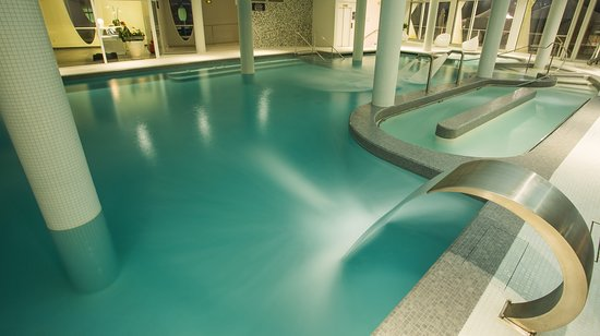 La Grande-Motte, France: Notre Parcours Marin ! Grande piscine d'eau de mer chauffée avec jacuzzis, nage à contre-courant