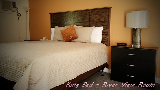 Cornerstone Motel : King Bed - River View Room