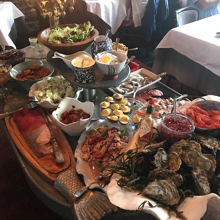 Durrus, أيرلندا: Restaurant, evening, restaurant lounge, table setting, buffet starter
