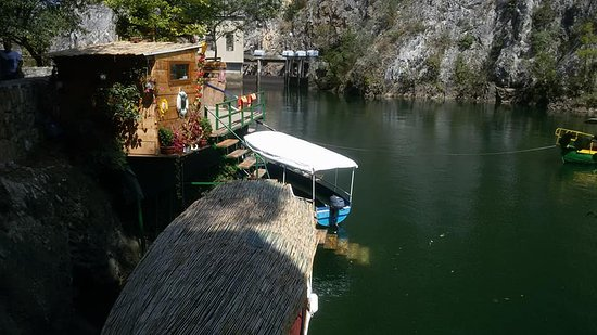 Skopje, República de Macedonia: По озеру можно покататься на лодках
