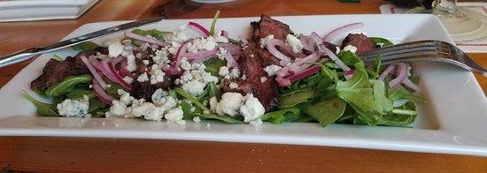 Dolphin Bar & Shrimp House: Hangar Steak Salad.