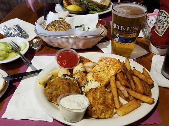 Villas, NJ : Broiled Seafood Combo and Baked Stuffed Shrimp